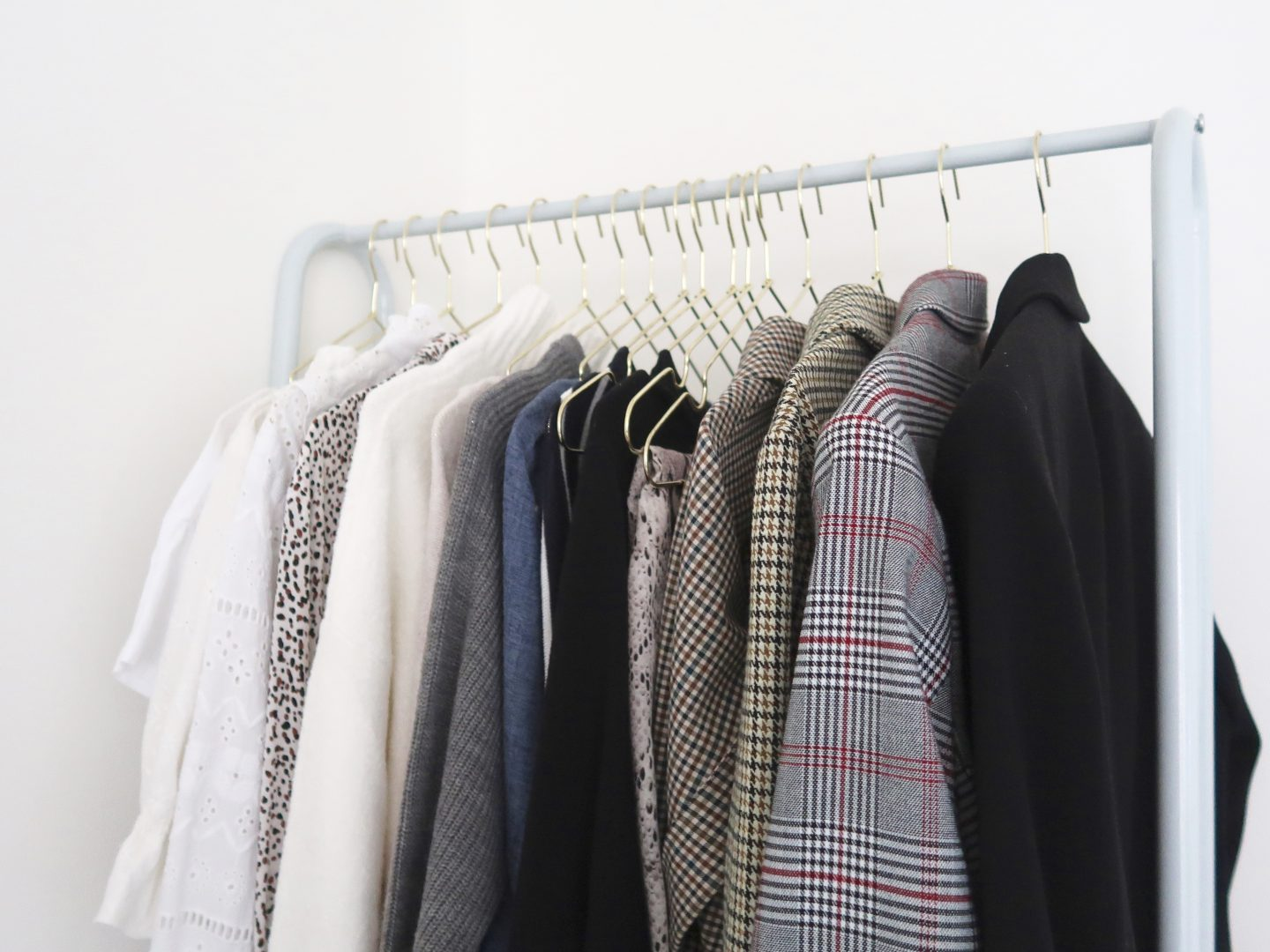 Easy steps for a wardrobe declutter